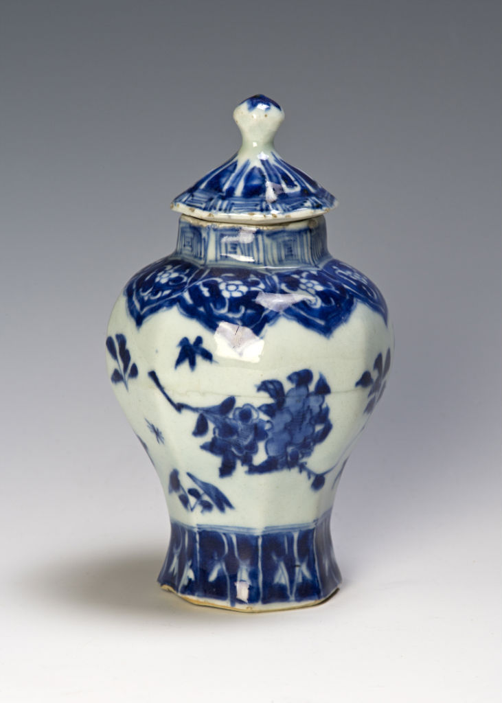 A small blue and white baluster jar and cover, Chongzhen/Shunzhi, circa 1640/50.