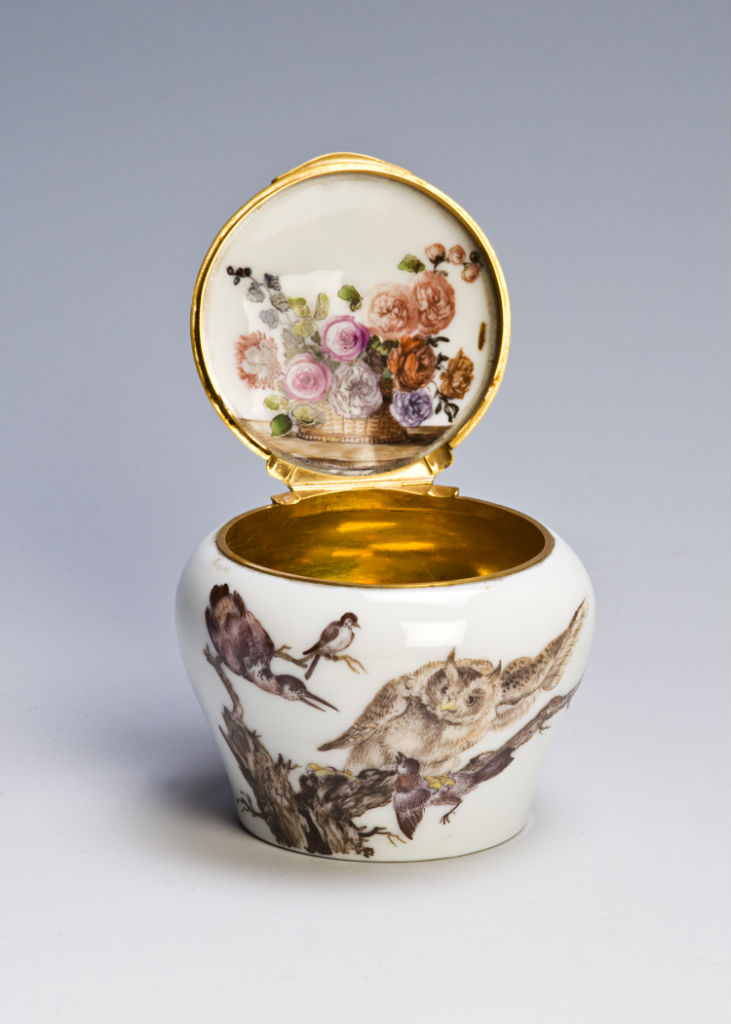 An ointment jar, probably early Red Anchor Chelsea, circa 1752.