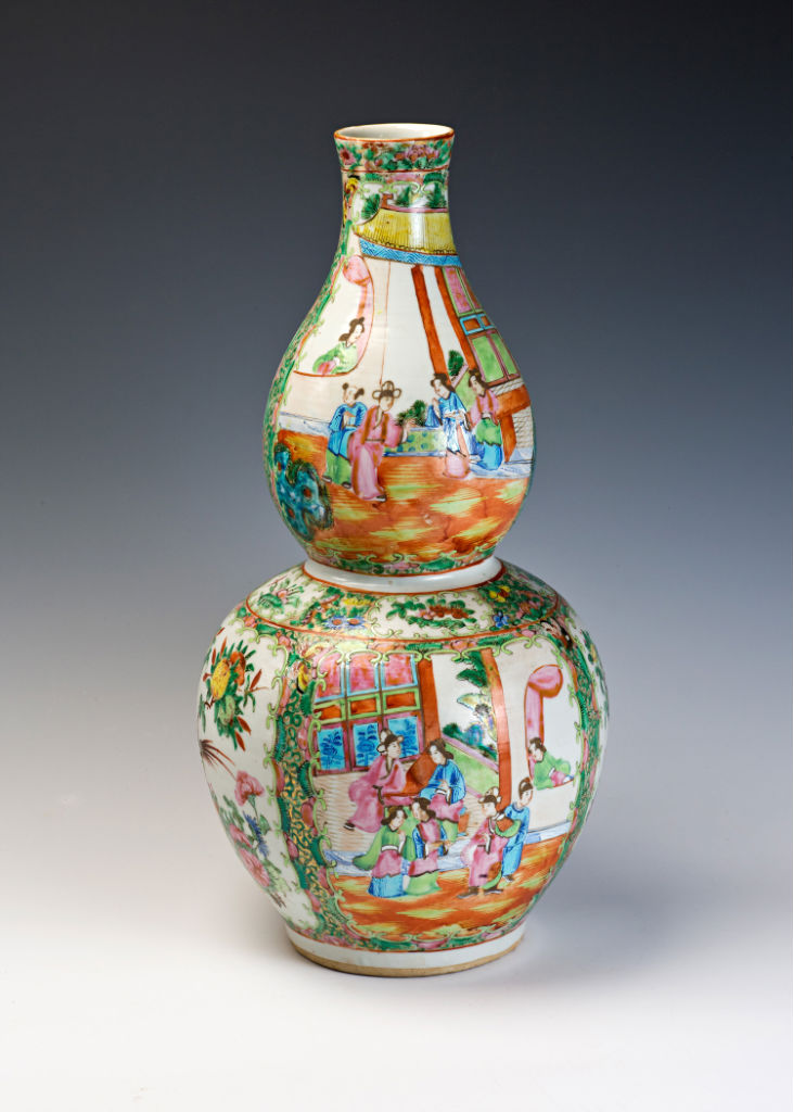 A pair of Canton double gourd bottles, second half 19th Century.