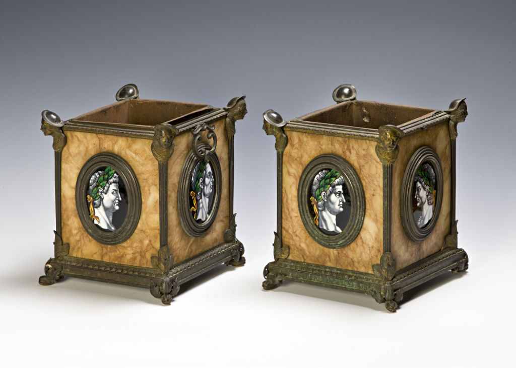 A pair of jardinieres, 18th Century.