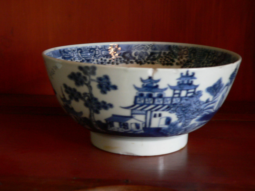 A blue and white bowl, Qianlong, (1736-1795).