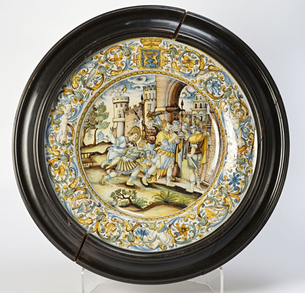 A Castelli Armorial plate, circa 1680/1700.