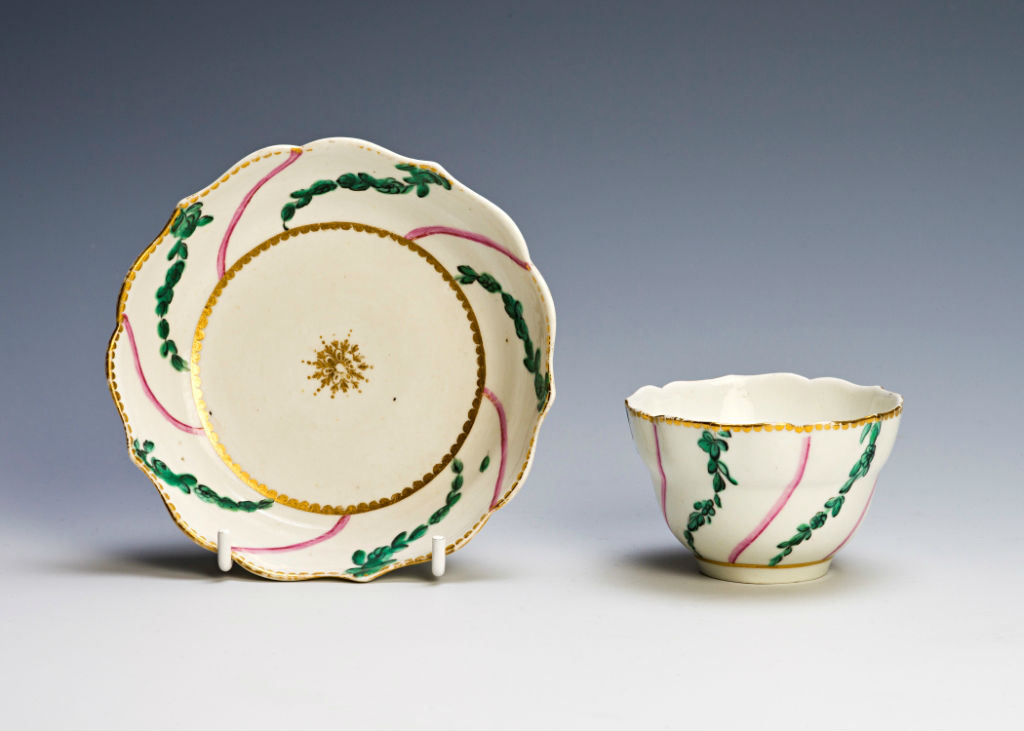 A Chelsea/Derby tea bowl and saucer, circa 1770-1775.