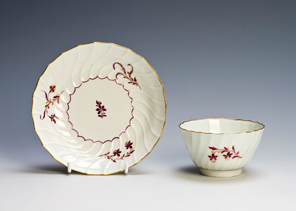 A Flight Worcester teabowl and saucer, circa 1785.