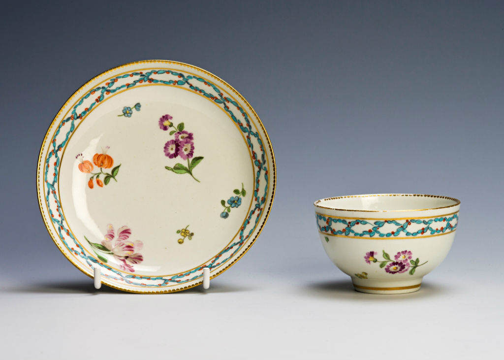 A Chelsea/Derby tea bowl and saucer, circa 1770.