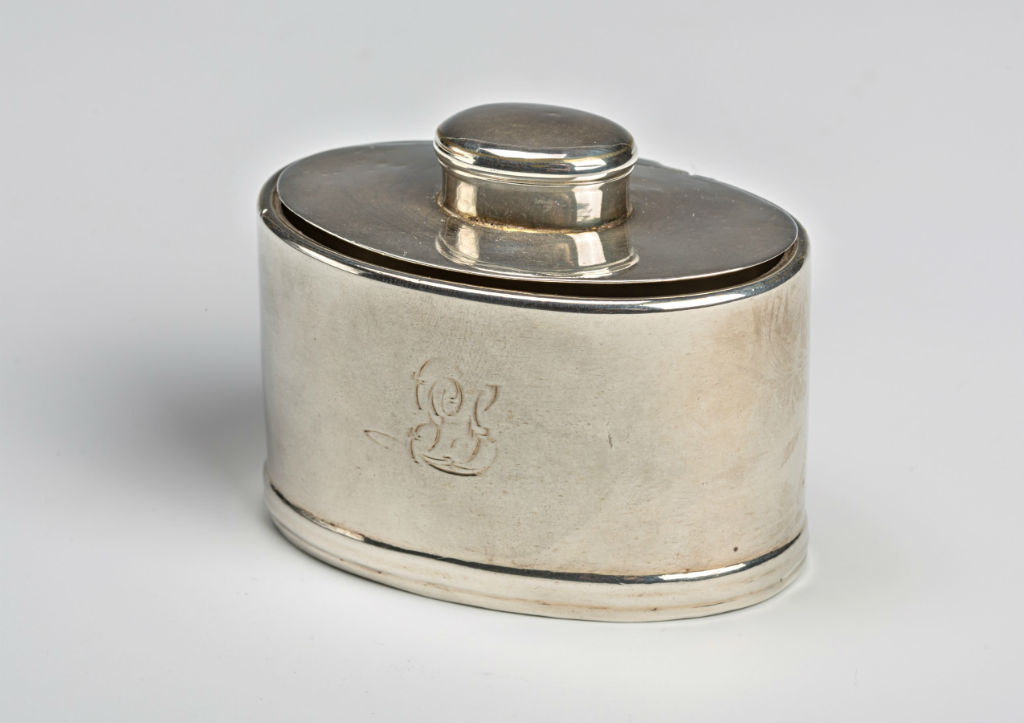 An oval silver table snuff-box.