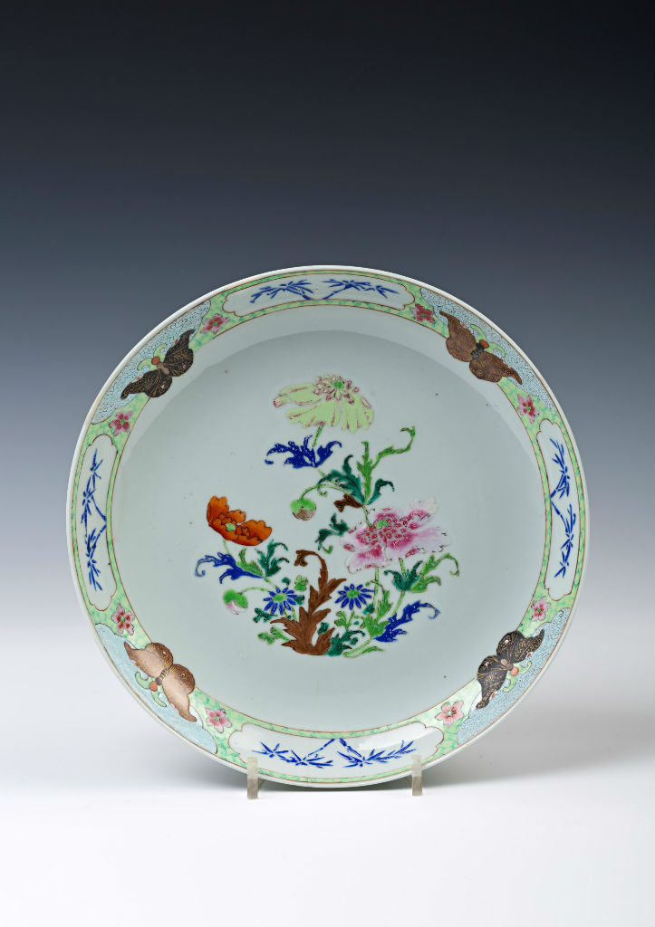 A set of three famille rose saucer dishes, Qianlong (1736-1795).