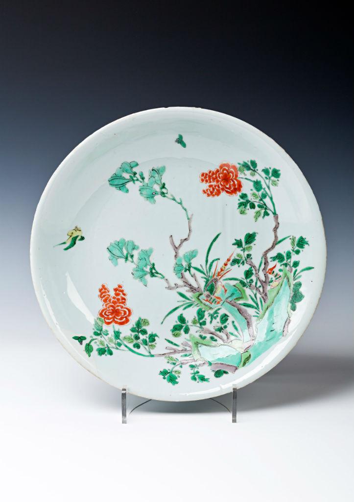 A large famille verte saucer dish, Kangxi (1662-1722).