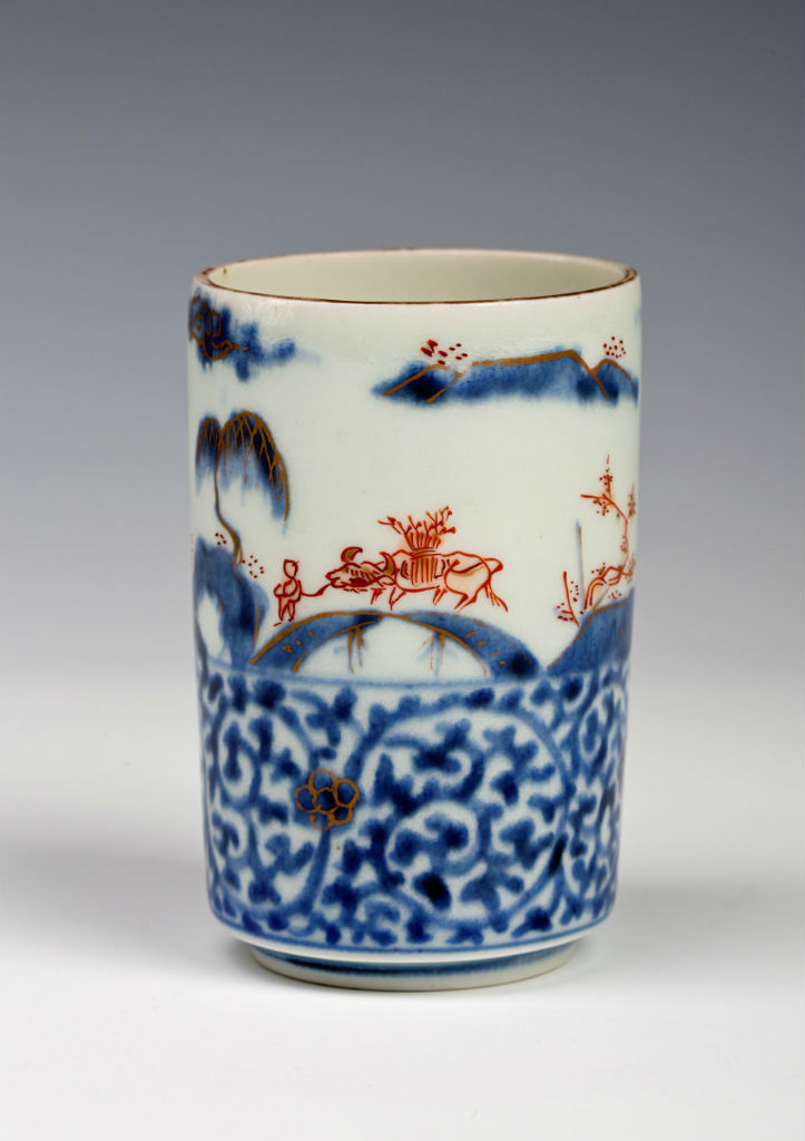 A pair of small Imari cylindrical sake cups, early 18th Century.