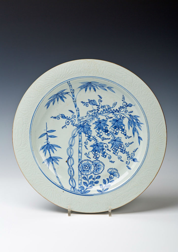 A suite of seven blue and white dishes, Chinese, Kangxi (1662-1722).