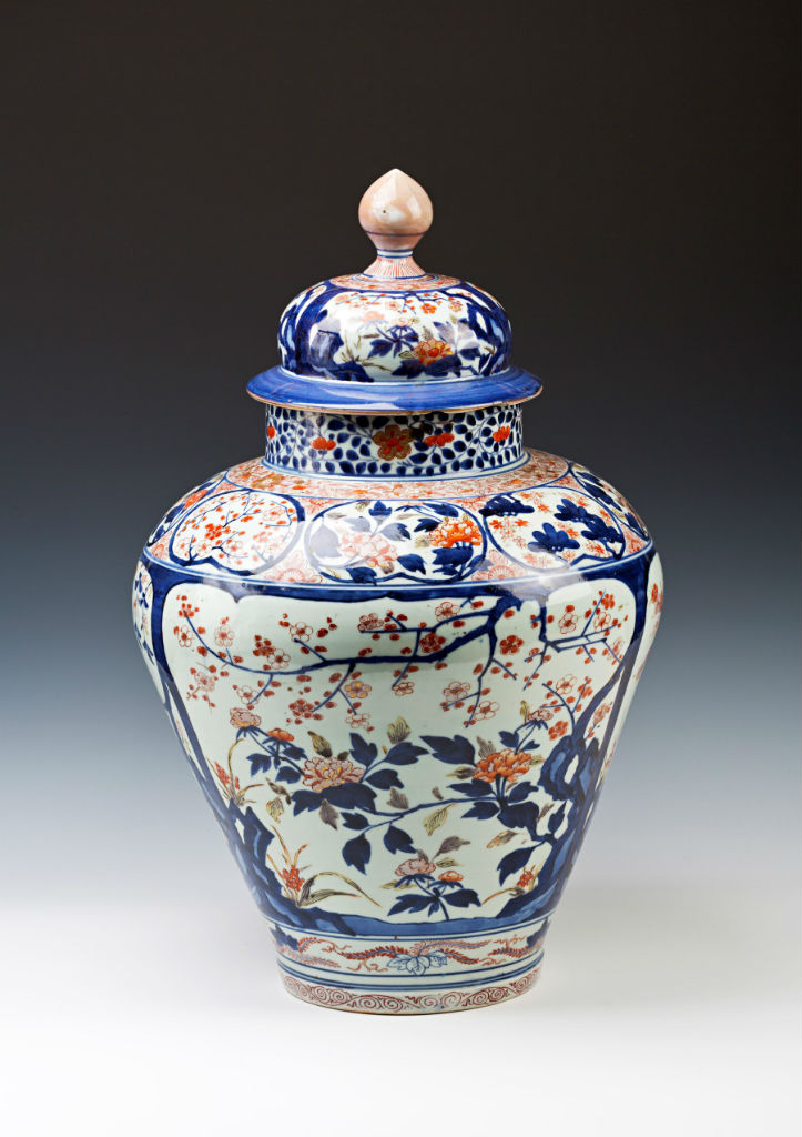 A pair of Japanese Imari ovoid vases and covers, late 17th/early 18th Century.