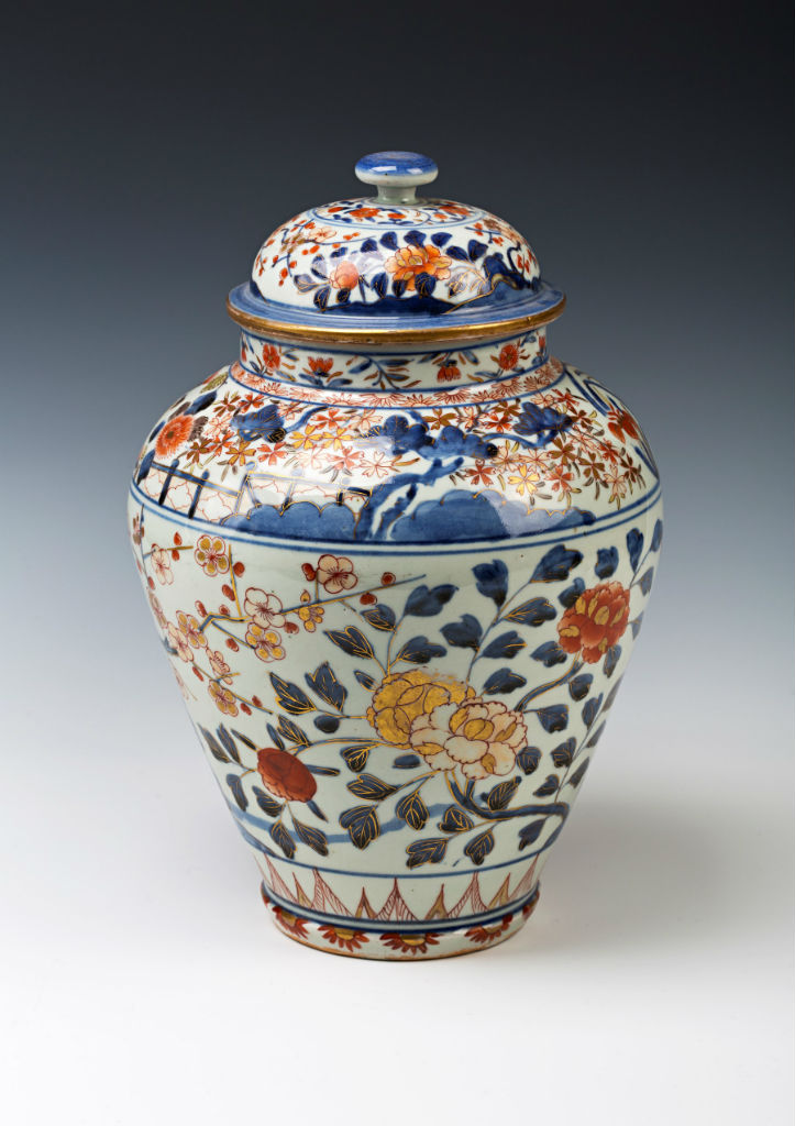 A set of four Imari ovoid jars and domed covers, late 17th/early 18th Century.