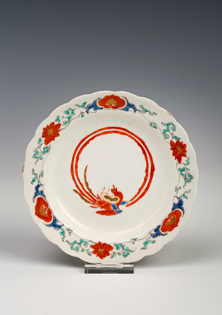 A small Kakiemon footed dish, late 17th Century.