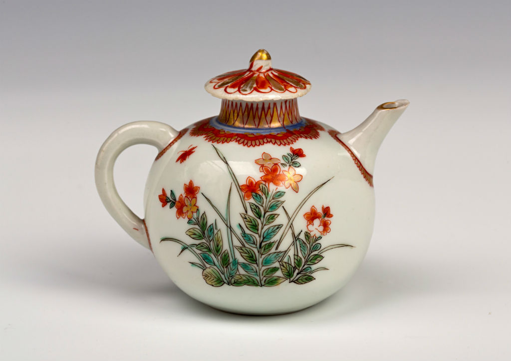 A miniature Arita teapot and cover, circa 1700.