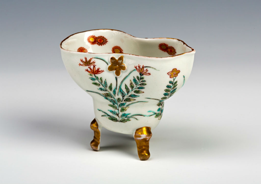 A small Arita pouring vessel (bourderlou), early 18th Century.