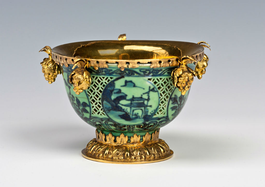 A silver-gilt mounted blue and white wine bowl, Chinese, late Ming, mid 17th Century.