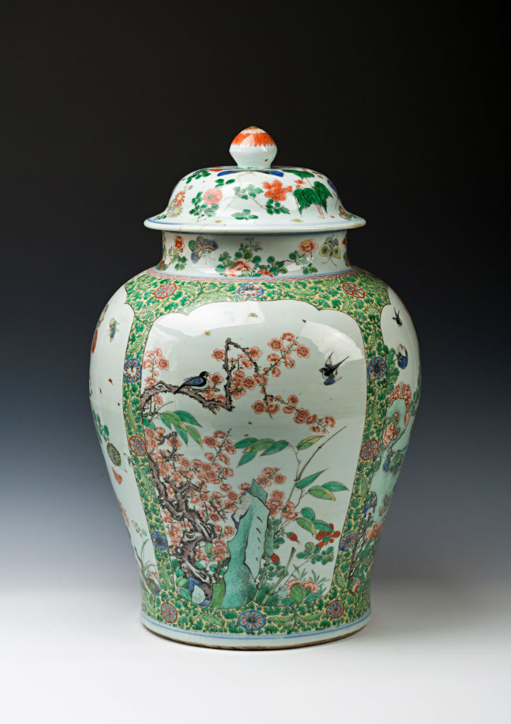 A large pair of Chinese baluster jars and covers, Kangxi (1662-1722).
