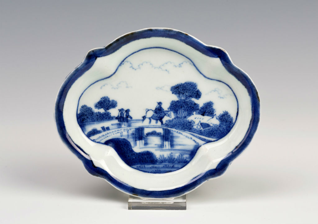 A pair of small Arita Van Frytom quatrelobed dishes, late 17th/early 18th Century.