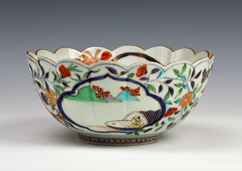 A pair of  Arita bowls, circa 1700-1720.