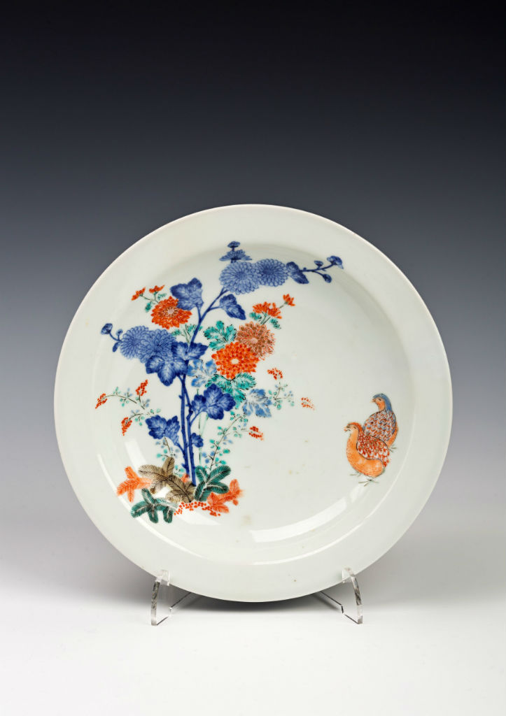 A set of three Kakiemon saucer dishes, early 18th Century.