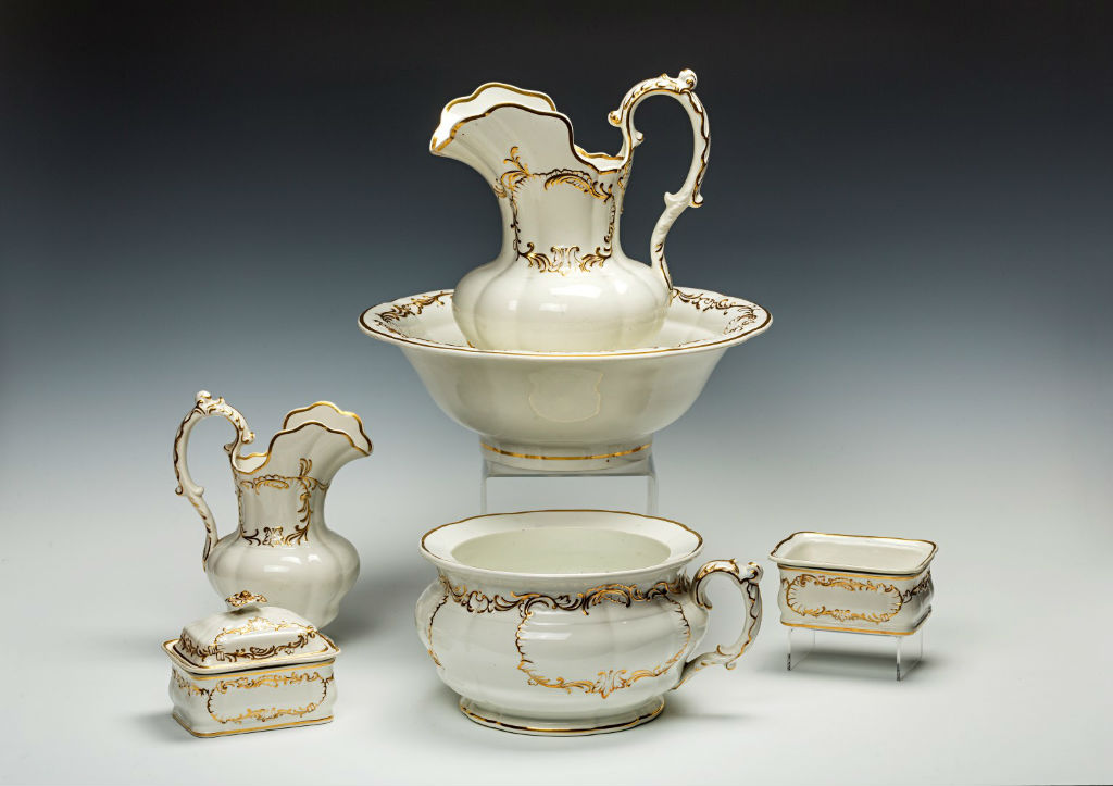 A Copeland and Garrett pottery part wash set, 19th Century.