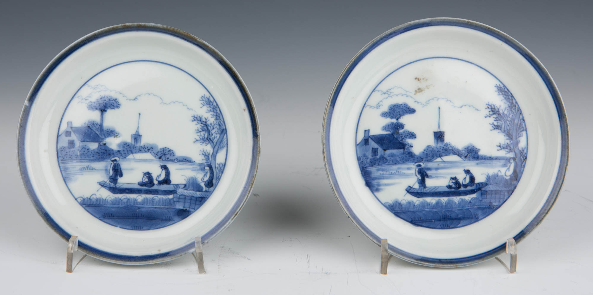 A pair of  small Japanese saucer dishes,  late 17th/early 18th Century.