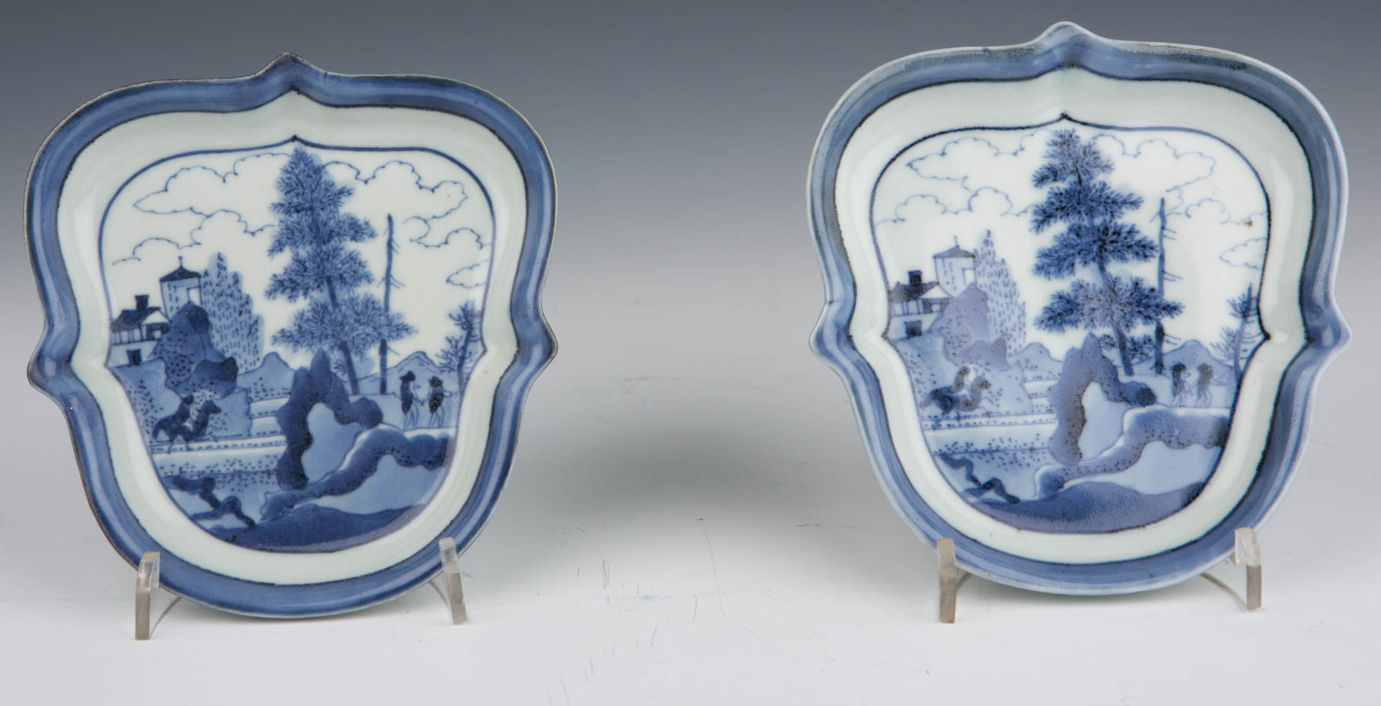 A pair of small Japanese Arita dishes, late 17th/early 18th Century.