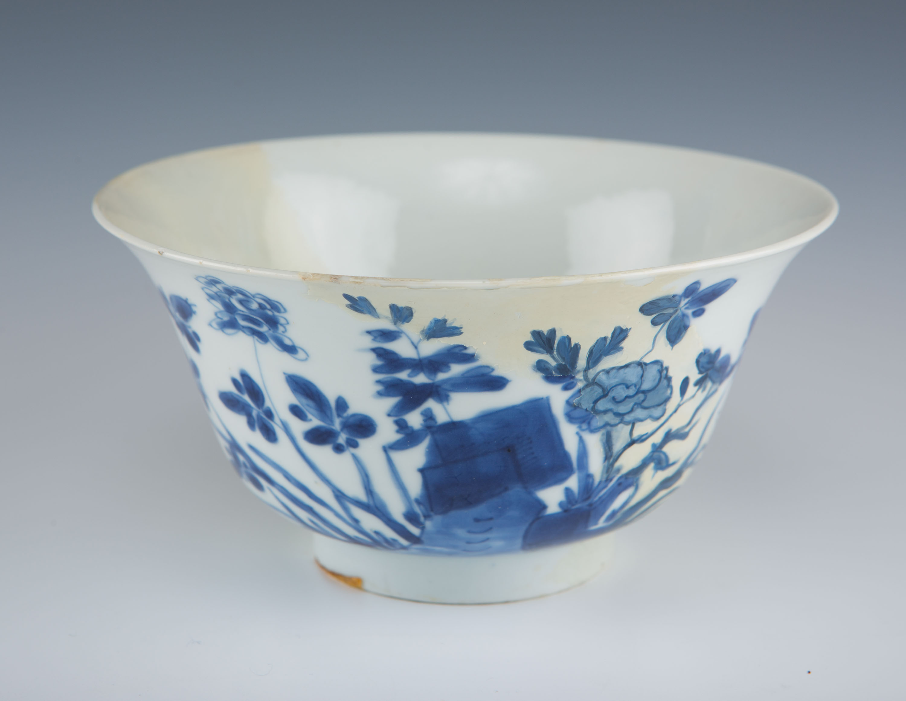 Three blue and white bowls, Kangxi, (1662-1722).
