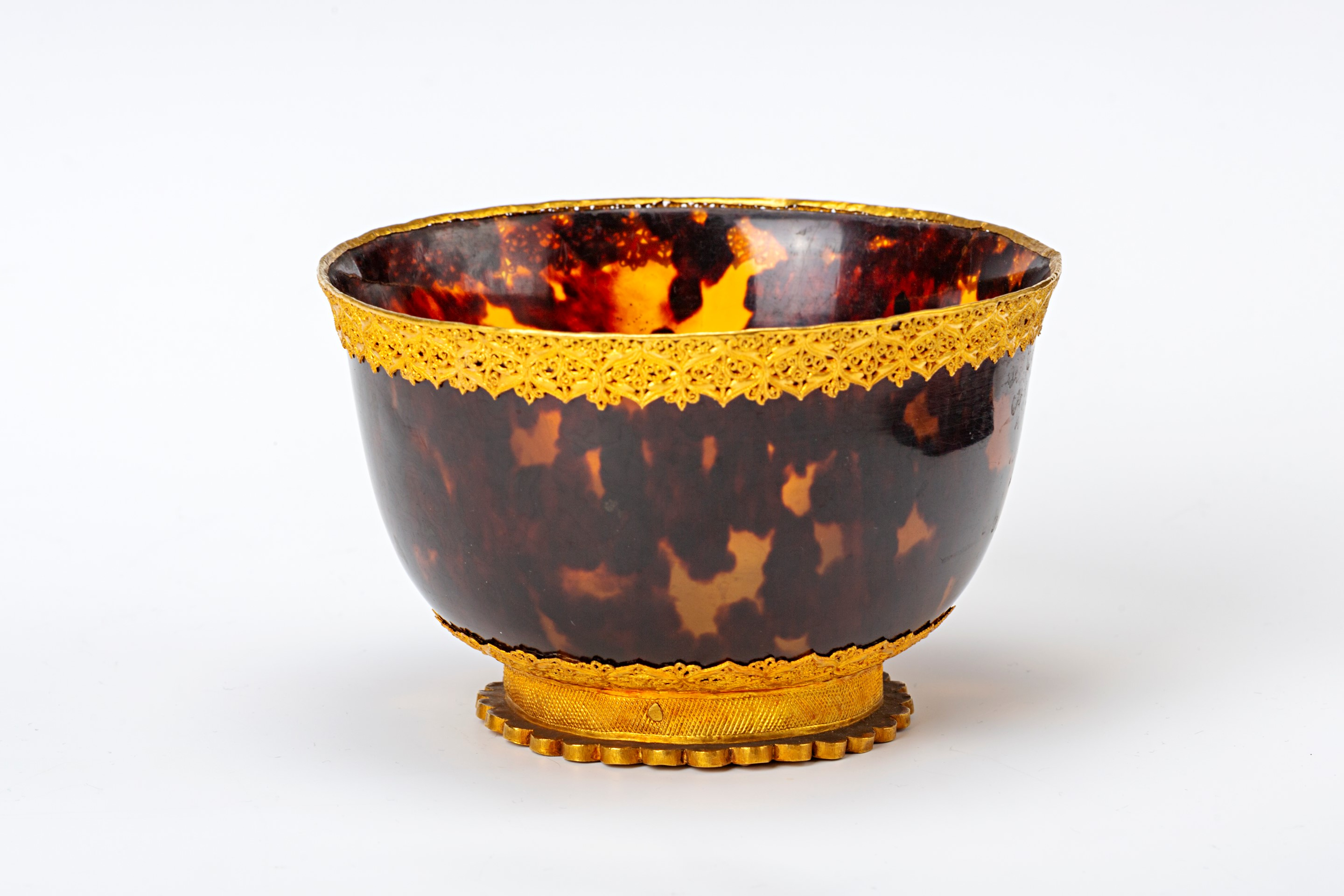 An Indian or South East Asian gold filigree-mounted tortoiseshell bowl, 17th Century.