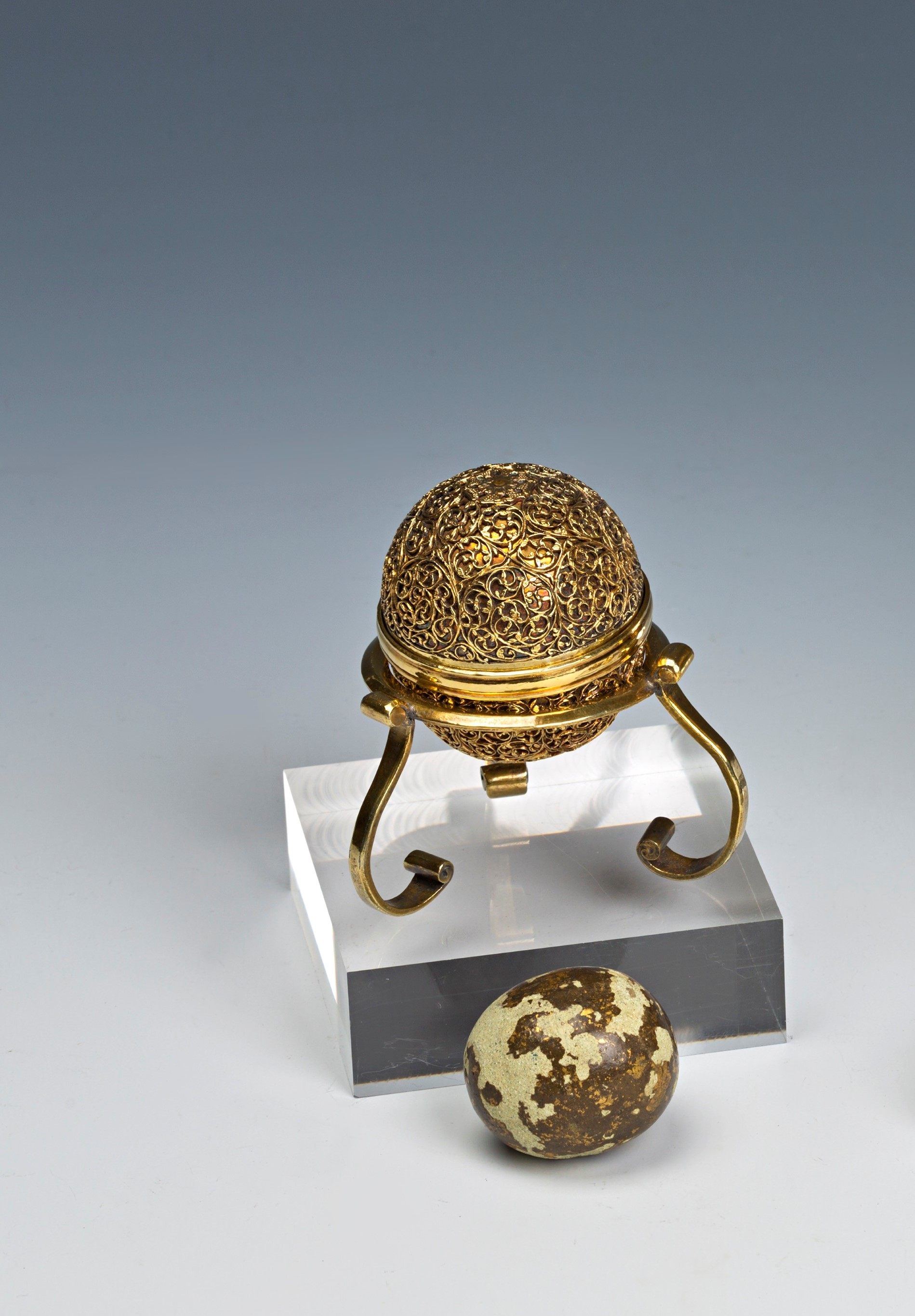 A goa stone holder, 17th Century.