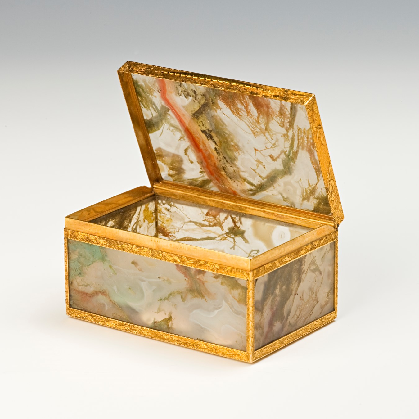 An English or German gold-mounted moss agate snuff box, mid 18th Century.
