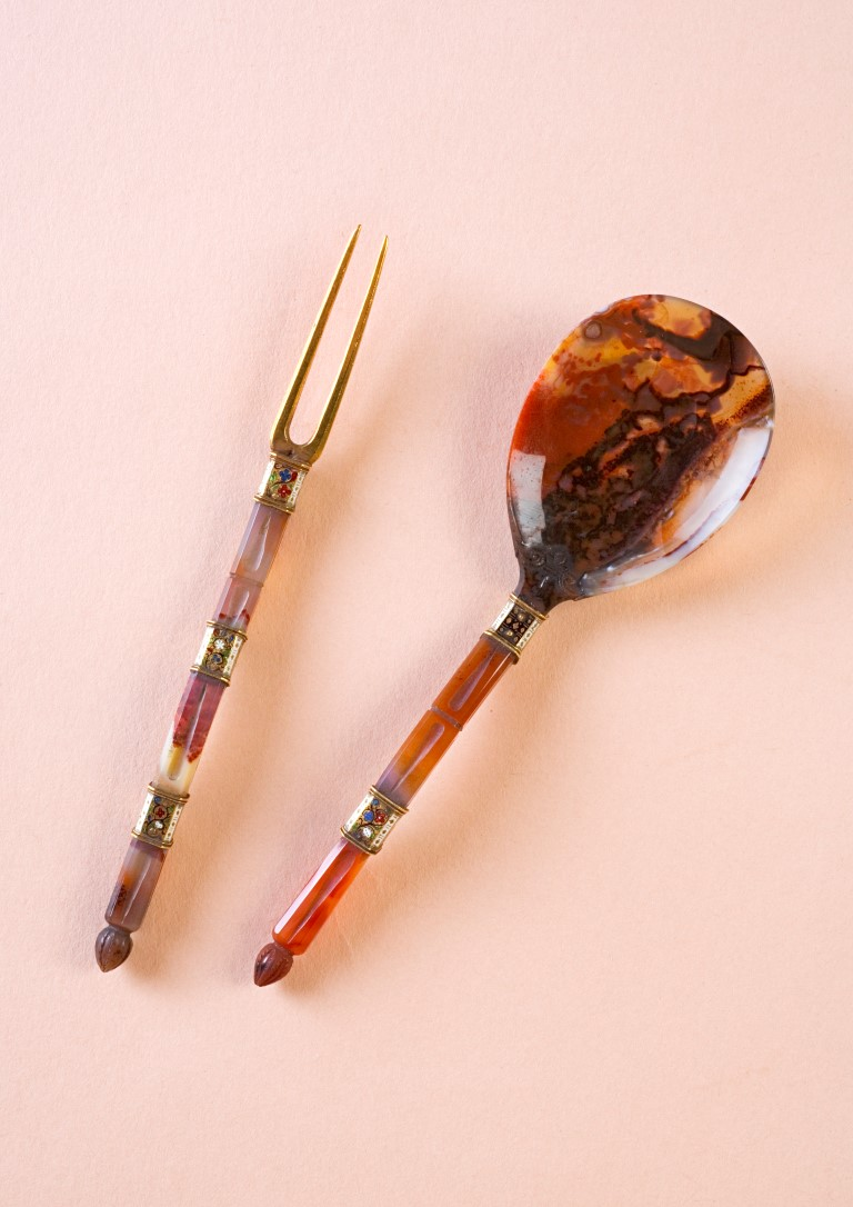 A gold-mounted agate spoon and fork, South German or English, circa 1600.